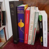 Celebramos el Día Internacional de Libro y la festividad de Sant Jordi con nueve libros para completar tu biblioteca culinaria