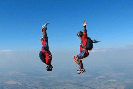 """Las probabilidades de morir en un salto en paracaídas y el problema del """"no tirar"""""""
