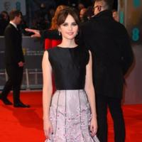 Felicity Jones, tan femenina como siempre en los Premios BAFTA 2015 vestida de Dior