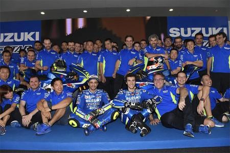 Andrea Iannone y Álex Rins muestran al mundo las nuevas Suzuki de MotoGP