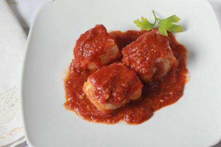 Pescado y tomate son la pareja perfecta: 6 recetas que te convencerán
