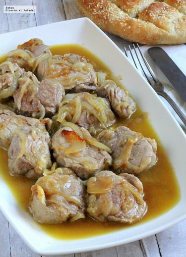 Receta de solomillo de cerdo guisado con cebolla y vino oloroso
