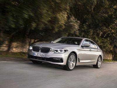 BMW 530e iPerformance desde 60.500 €: la limusina de 252 CV que se salta las restricciones de tráfico