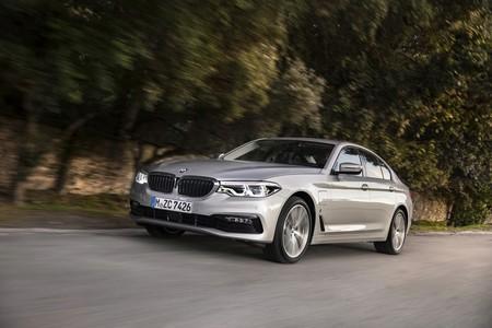 BMW 530e iPerformance desde 60.500 euros: la limusina de 252 CV que se salta las restricciones de tráfico