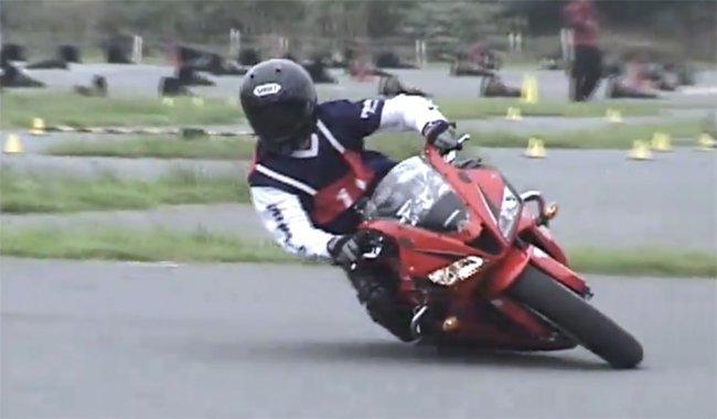 Increíbles habilidades las de este japonés sobre su CBR 600RR