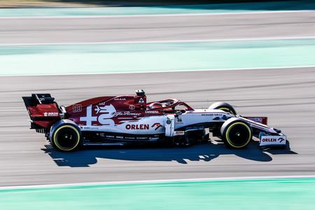 Kimi Raikkonen pone a Alfa Romeo a la cabeza de los test de Fórmula 1 en un día marcado por el volante de Mercedes