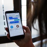 """Google admite que """"a veces"""" Assistant graba audio de smartphones y altavoces sin permiso, sin activar el comando 'Ok Google'"""