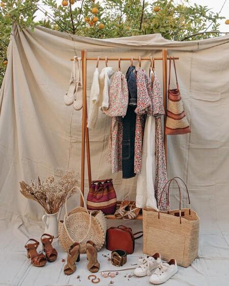 Cinco burros o percheros para montar un vestidor improvisado en casa sin invertir una fortuna