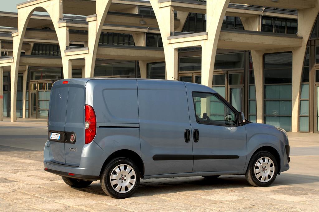 Foto de Fiat Doblò Cargo y Combi (8/32)