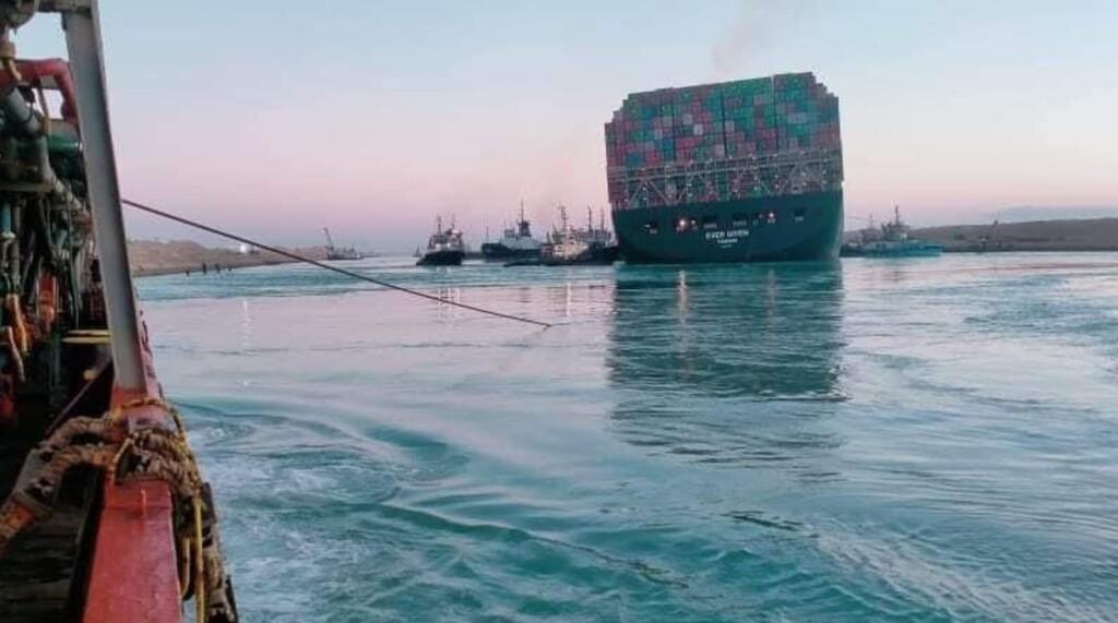 Así han conseguido reflotar parcialmente el Ever Given en el Canal de Suez, pero aún queda trabajo: esa ha sido