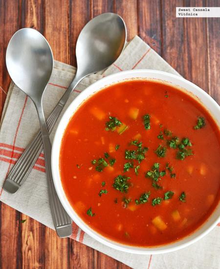 Sopa de jitomate asado con verduras. Receta saludable