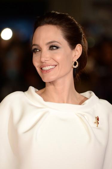 Angelina Jolie o la perfección de la dama de blanco