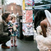 La tierna reacción de una niña que confundió a una novia con una princesa de cuento