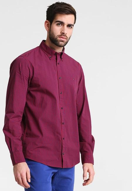 50% de descuento en esta camisa de Tommy Hilfiger en rojo: ahora 39,95 euros en Zalando