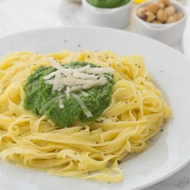 Pesto de espinacas y avellanas: receta fácil y deliciosa para variar tus platos de pasta