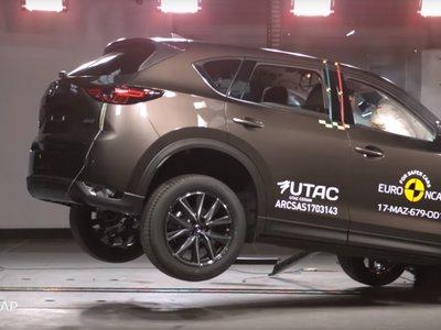 Euro NCAP tortura al Mazda CX-5, al Jeep Compass y al Opel Grandland X y les da cinco estrellas tras el golpe