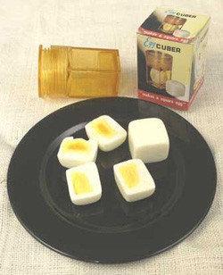 Huevos cuadrados con el Egg cuber