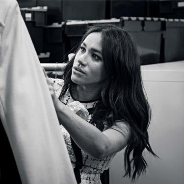Meghan Markle apuesta por el mundo de la moda con una colección benéfica de ropa de trabajo (y seguro que se agota como todo lo que lleva)