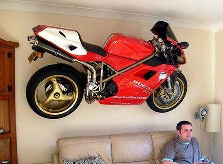 Decora el salón con una motocicleta