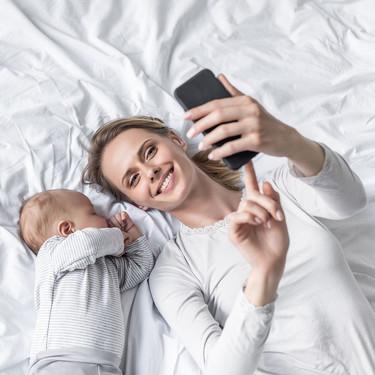 Mi bebé, mi móvil y yo: tres madres nos cuentan cómo el smartphone les está ayudando durante los primeros meses