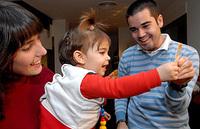 Primer implante cerebral para la sordera en una niña de 13 meses