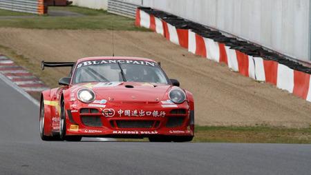 Victoria de Porsche-Exim Bank Team China en la segunda cita del FIA GT1