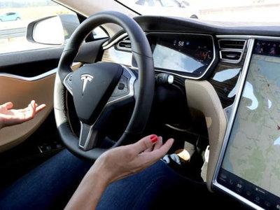 """Tesla Autopilot 2.0 llegará en junio y será """"suave como seda"""""""