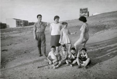 Maria Dolores Martinez Campa 1964 Familia Con Los Ninos Y Una Tia Suya En El Cerro De Usera