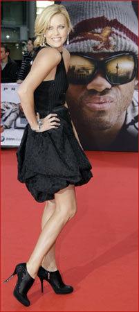 Charlize Theron en la premiere de Hancock en Berlín