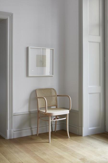 Es Con Impresionantes Luces En Un Apartamento Monocromo Disenado Por Josefin Haagmed21c291532fa44e1e9f04e566d6a8e94b