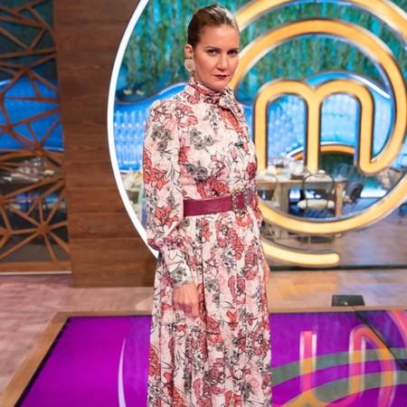 El vestido que llevó anoche Samantha Vallejo-Nágera en MasterChef es perfecto para estilizar brazos y cintura