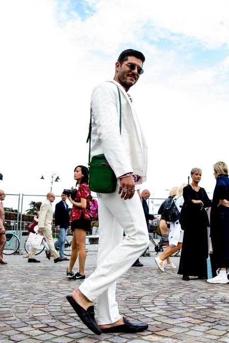 El Mejor Street Style De La Semana Los Mules Desplazan A Los Mocasines Como El Calzado Clave De Verano 04