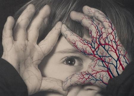 Juana Gómez o cómo tejer analogías bordando el cuerpo humano