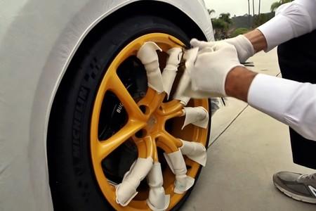 Bugatti Chiron Unboxing 1