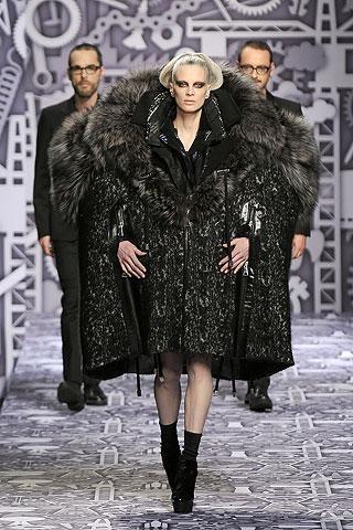 Viktor & Rolf Otoño-Invierno 2010/2011 en la Semana de la Moda de París