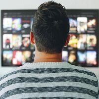 El 79,4 % de hogares españoles paga por plataformas como Netflix o Prime Video y más de la mitad usa al menos dos servicios