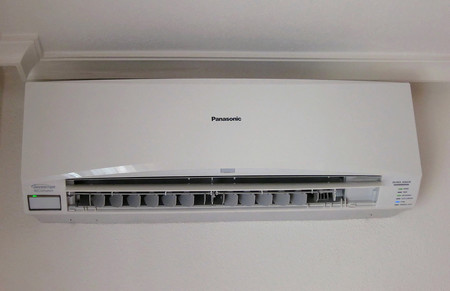 La mayoría de los aparatos de aire acondicionado usan infrarrojos y mandos para su control