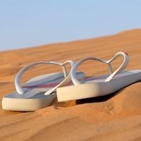 Ofertas en tallas sueltas de  zuecos, sandalias y chanclas Quiksilver, Crocs o Havaianas en Amazon