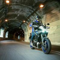 La Yamaha Tracer 700 se actualiza con mejores componentes, más agresividad y la misma filosofía polivalente