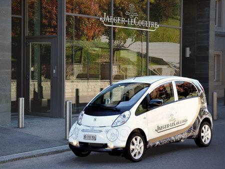 Es verde, es Jaeger-LeCoultre, es el nuevo coche eléctrico de la manufactura del Valle de Joux