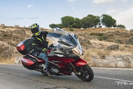 Probamos la BMW R 1250 RT: la misma moto rutera de lujo ahora tiene 136 CV, distribución variable y más gadgets