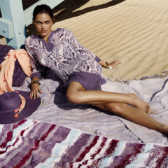 Foto 23 de 28 de la galería let-s-beach-con-textura-caeras-rendida-a-sus-accesorios en Trendencias