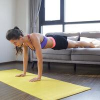 Flexiones de brazos: variantes ordenadas de menos a más, según los kilos de peso corporal que estamos levantando