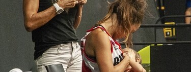 Una jugadora de baloncesto amamanta a su bebé en un descanso del partido, y su foto se hace viral