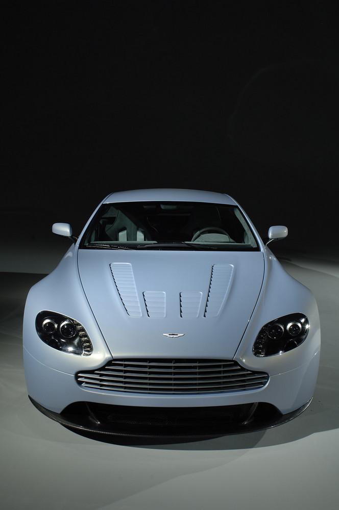 Aston Martin V12 Vantage Rs 25 29