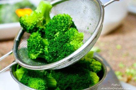 Brócoli recién cocido y enfriado