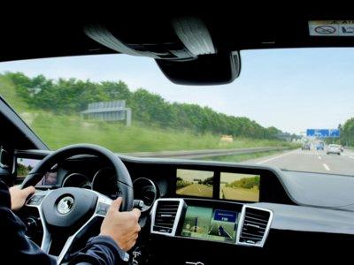 Este coche no tiene espejos retrovisores pero es más seguro así