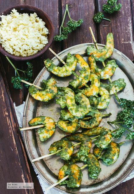 Brochetas de camarón con pesto de espinacas. Recetas