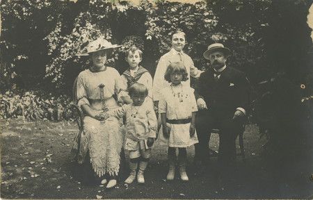 Dio Family At Villa Des Rhumbs Gardens 1912 C Christian Dior Museum