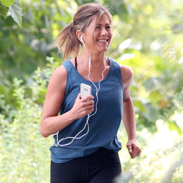 Boxeo, abdominales y saltar a la comba: los ejercicios clave de la rutina de entrenamiento de Jennifer Aniston